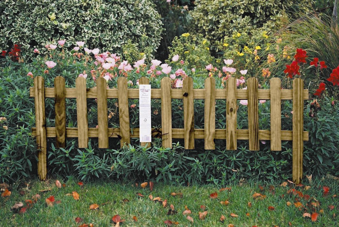 Uk garden fencing garden border picket fence for Short garden fence designs